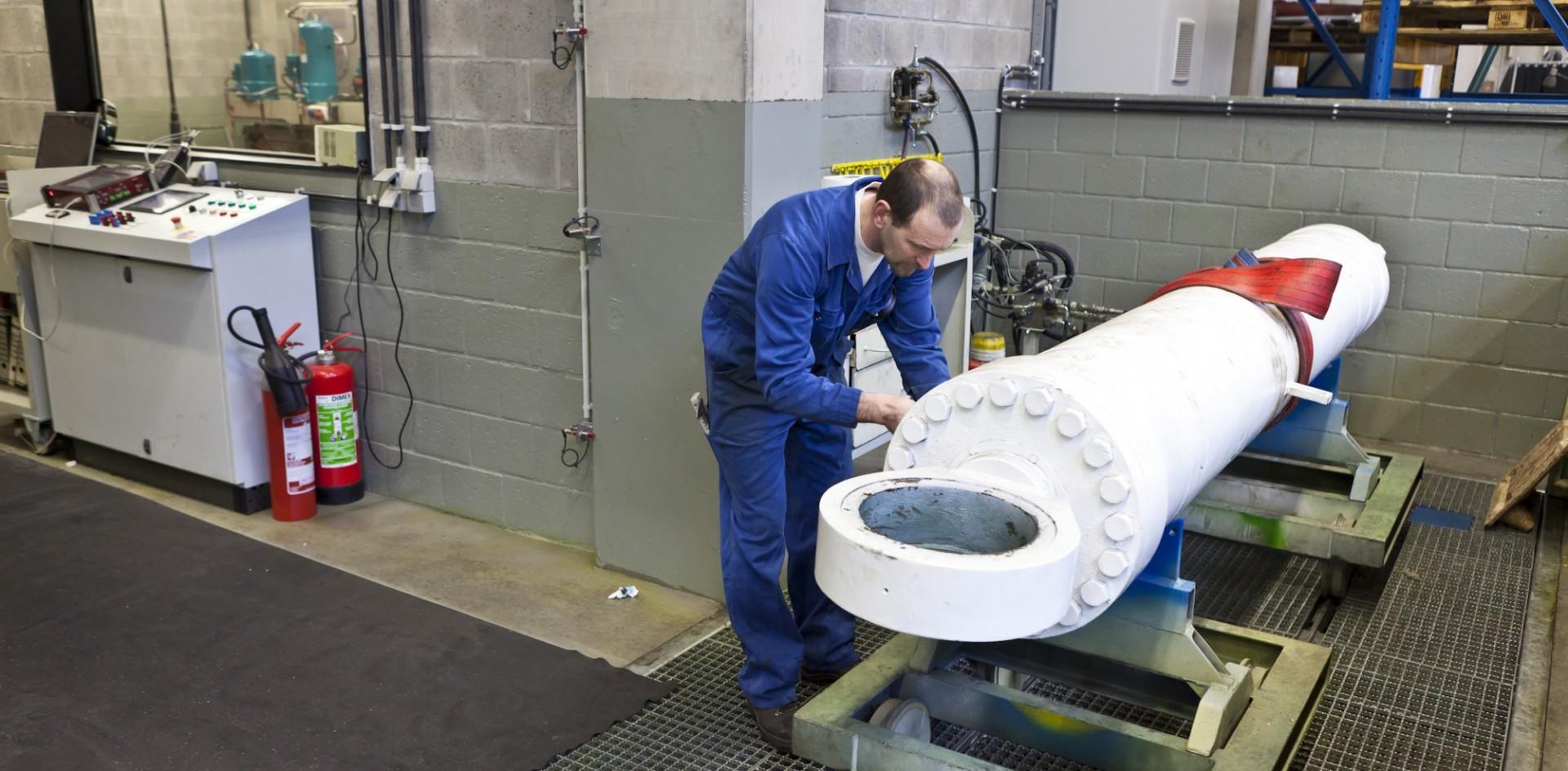 Hydraulic cilinder testing