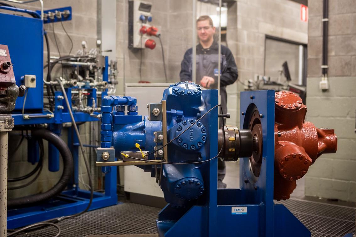 testing repaired hydraulic motors